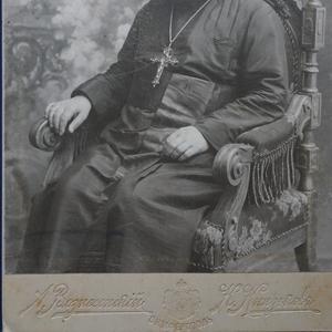 Старинная кабинетная фотография - портрет соборного протоиерея. Россия,  Симферополь,  1890-е гг.