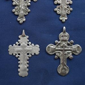 Конволют из 4-х наперсных серебряных крестов-тельников XV века.