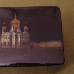 Старинная расписная лаковая шкатулка с храмом Христа Спасителя. XIX в.