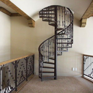 Кованая винтовая лестница или металлическая