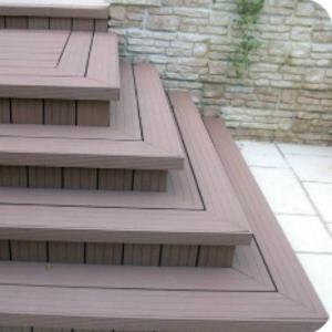 Уличные лестницы для загородного дома из металла